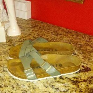 1014 Birkenstock Yao Sandals